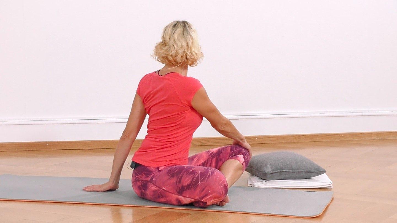 Yoga Anfänger Wirbelsaeulendrehung